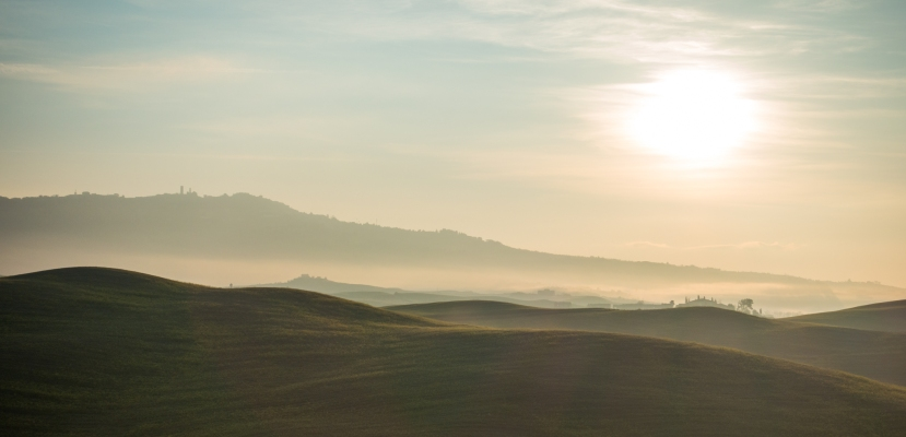 Die nördliche Toskana im Morgennebel II